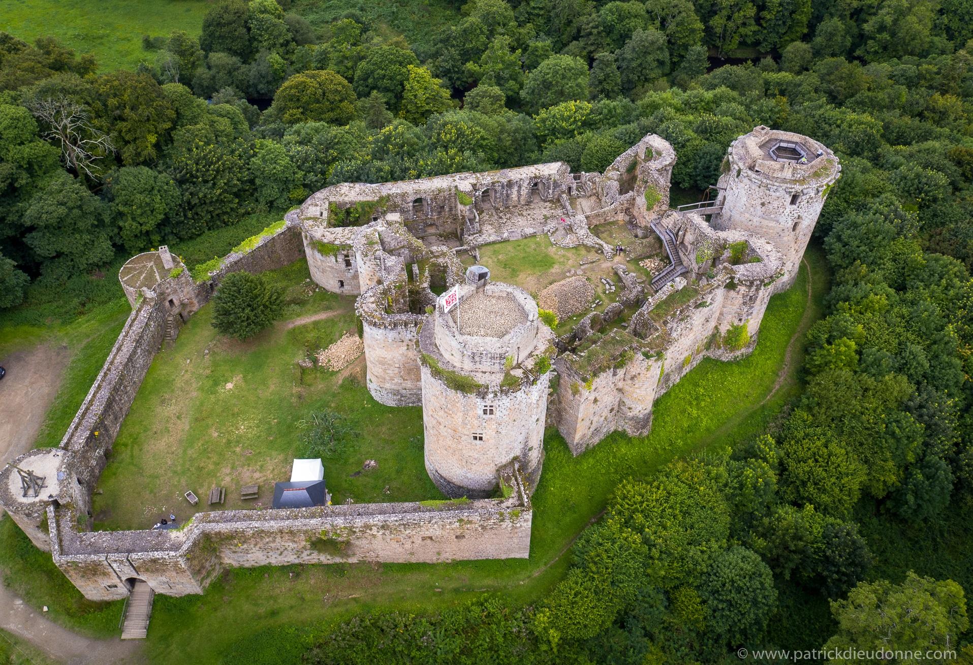 Chateau de Tonquédec archerie tag black soldier combat sabre laser evj original