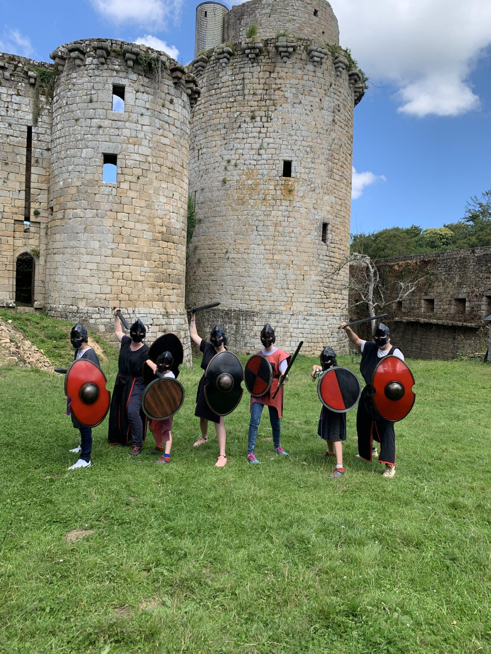 écoliers combat chevalier bretagne acitvité ludique evg evjf chateau de toncquédec